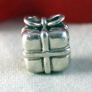 Sterling Silver PANDORA Winter Holiday PRESENT Charm GIFT